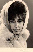 Photo Originale Portrait De Gisela En 1968 - Manteaude Fourrure Et Foulard Sur La Tête - Personnes Identifiées