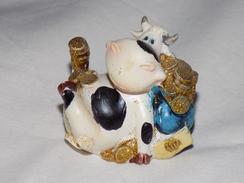 Russian Vintage Statuette Cow - Figurillas