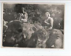 LAOS LUANG PRABANG FETES DU NOUVEL AN PROCESSION DES ELEPHANTS ROYAUX DETAIL DES CORNACS (ANNEES 50) - Places