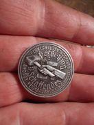 """""""médaille"""" Broche Allemande/Allemagne """"Reichsausstellung Schaffendes Volk 1937"""" Exposition Dusseldorf - 1939-45"""