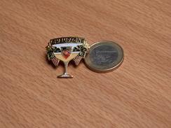 PIN'S. CHAMPAGNE JF C. - Getränke