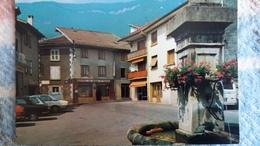 CPSM LE TOUVET ISERE LA PLACE DE L EGLISE AU DESSUS  L ALPETTE  ED ANDRE FONTAINE AUTO - France