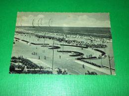 Cartolina Rimini - Panorama Della Spiaggia Da Piazza Tripoli 1956 - Rimini