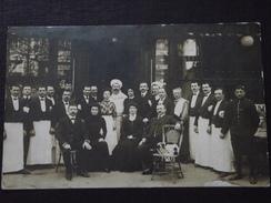BRASSERIE - RESTAURANT - Le PERSONNEL Au COMPLET Sur La TERRASSE - Vers 1910 - Carte-photo - à Situer - Cliché TOP ! - Restaurants