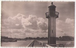 (14) 421, Deauville, Artaud 74, Le Phare Et La Jetée, Pahre - Deauville