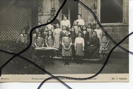 CARTE PHOTO ?? ANIMÉE. CPA. D60. NOYON. Pensionnat Notre-dame , Place Du Parvis. Groupe De   Filles . Phot G. COMPIEGNE - Noyon