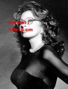 Reproduction D'une Photographie D'un Portrait De Sophia Loren Vêtue D'une Tenue Noire Aux Bras Transparents - Reproductions