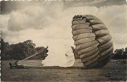 -themes Div- Ref R367- Aviation - Parachutisme - Parachutes -carte Photo Chaville - Seine -carte Photo Bon Etat - - Paracadutismo