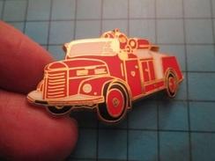 Pin512a Pin's Pins : Rare Et Belle Qualité : GRAND CAMION DE POMPIERS RETRO   , Marquage Au Dos : - BALLARD - - Firemen