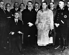 Militaria WW2 -  Hitler Et Les Dignitaires Du Parti Nazi à La Chancellerie - 1939-45