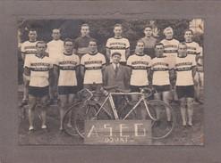"""DOUAI - Cliché Collé Sur Carton De L'Equipe De Cyclisme """"A.S.E.G."""" - Sport - Tampon à Sec Du Photographe,Voir Descrip - Douai"""