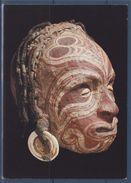 = Nouvelle Guinée, Mélanésie, Peuple Jatmül? Carte Postale, Crâne D'ancêtre Ou Trophée Surmodelé Et Peint - Océanie