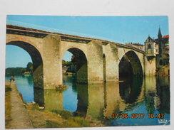 CP 47 VILLENEUVE Sur LOT -  Pêcheur à La Ligne Sous Le Vieux Pont Et La Chapelle Notre Dame Du Bout Du Pont - Villeneuve Sur Lot