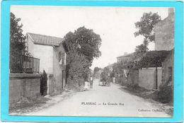 33 PLASSAC - La Grande Rue - Animée - France