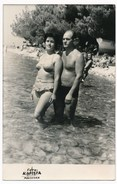 REAL PHOTO, Bikini Woman And  Naked Man In Trunks On Beach, Femme Et Homme Sur La Plage, Makarska ORIGINAL - Photographs