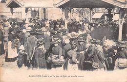 71 - La Clayette - Belle Animation Un Jour De Foire Au Marché Couvert - France