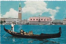 VENETO - VENEZIA - GONDOLA DAVANTI A S.MARCO -  VIAGGIATA 1960 FRANCOBOLLO ASPORTATO - Venezia