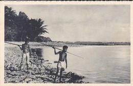 OCEANIE---ILE CAROLINES--dressés Sur Le Récif De Corail--voir 2 Scans - Postcards