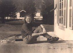 Photo Originale Pin-up Randonneuse à La Pause & Pose En Février 1948 - Pin-ups
