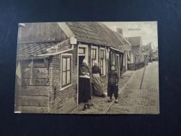 Postcard Netherlands Nederland  Volendam People In Costume Klederdracht Unused - Zonder Classificatie
