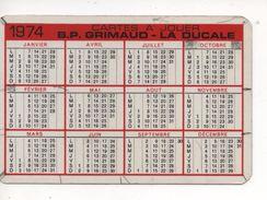CALENDRIER PUBLICITAIRE  1974  -  PIN-UP   -  B.P. GRIMAUD  -  LA DUCALE  -  CARTES à JOUER - Calendars