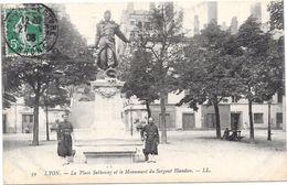 LYON - 69 -  La Place Sathonay Et Le Monument Du Sergent Blandon - ORL - - Lyon
