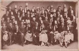 Région PONT L'ABBE - Mariage Breton En Costumes Locaux ( Coiffes ). - Personaggi