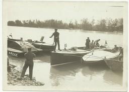 9.4.1920 LYON MONTE CARLO EN CANOT AUTOMOBILE A AVIGNON LES CANOTS FONT LE PLEIN D'ESSENCE POUR LA 2ème ETAPE   X71 - Boten