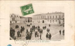 Cpa De L'Isle-Jourdain (32), Hôtel De Ville Place De La République, Rue De La Gaieté Et 14 Juillet, Nouvelles Galeries - Otros Municipios