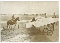 JEAN SALIS AVEC LA REPLIQUE DU BLERIOT - TRAVERSEE DE LA MANCHE - 2 PHOTOS PRESSE - JUILLET 1959 - Aviation