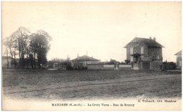 94 MANDRES - La Croix Verte - Rue De Brunoy   (Recto/Verso) - Mandres Les Roses