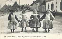 Penmarch. Petites Bigoudennes Se Rendant Au Pardon. Religion. Costumes. - Penmarch