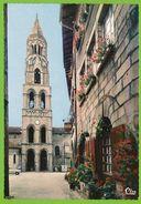 ST-LEONARD-de-NOBLAT - L'Eglise Clocher Du XIe S. Vieille Maison Opel Kadett A Citroen HY Autos - Saint Leonard De Noblat