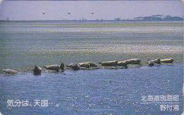 Télécarte Ancienne Japon / 110-011 - ANIMAL - PHOQUE / Colonie - SEAL Animals On Beach Japan Phonecard - ROBBE TK - 310 - Tarjetas Telefónicas