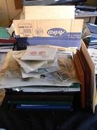 ~~  ENORME VRAC DU MONDE  DANS BOITE 10 KILO [2175B] ~~ - Lots & Kiloware (mixtures) - Min. 1000 Stamps
