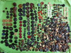 Lot De Boutons Anciens (+500g) Bois Cuir Etc... - Buttons