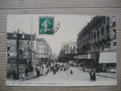 SEINE SAINT DENIS  93    SAINT DENIS   -   PLACE  DE LA REPUBLIQUE  -    ATTELAGE DE CHIEN P.P.   ANIME      TTB - Saint Denis