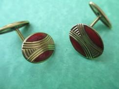 Bijou Fantaisie Ancien/paire Boutons Manchette/Métal Embouti Doré/Motifs Géométriques/inclusion Rouge/ Vers 1950   BIJ24 - Earrings