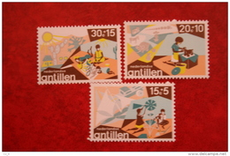 Kinderzegels ; NVPH 515-517; 1975 MNH / POSTFRIS NEDERLANDSE ANTILLEN / NIEDERL. ANTILLEN / NETHERLANDS ANTILLEN - Curaçao, Nederlandse Antillen, Aruba