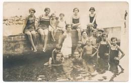 REAL PHOTO  Group  Trunks Guys Swimsuit Girls And Kids Beach Hommes  Filles Et Enfants Sur La Plage Prcanj - Other