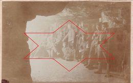 Photo 1916 MOULIN-SOUS-TOUVENT (près Attichy) - Soldats Allemands Dans Une Grotte (A174, Ww1, Wk 1) - Andere Gemeenten