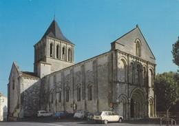 MONTMOREAU. - Eglise Saint-Denis. 2CV Citroën Et Autres Voitures Garées - France