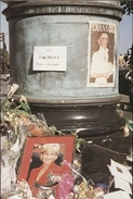 Lot De 2 Cartes Club Neudin Lady Diana / Photographes Liz Mc Kernan & Alain Gesgon 1997 Paris - Femmes Célèbres