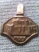 Emblema De Auxilio Social De Castillo De Simancas. Valladolid. Guerra Civil Española. 1936-1939. Bando Nacional - 1939-45