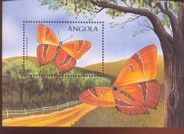 ANGOLA  1021  MINT NEVER HINGED SOUVENIR SHEET OF BUTTERFLIES    ( - Vlinders
