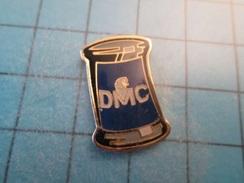 Pin816b Pin's Pins / BOBINE DE FIL A COUDRE DMC COUTURE MERCERIE   Belle Qualité !!!   Marquage Au Dos : ---- - Marques