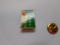Superbe  Pin's En EGF , Golf , GGC , Signé Glaxo Golf Club , Laboratoire Médical Glaxo - Golf