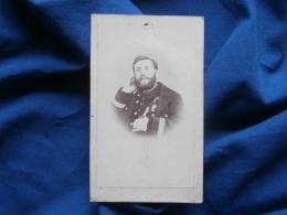 Photo CDV Anonyme - Militaire Capitaine Avec Manteau Et Pelisse Vers 1870  L319 - Foto