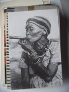 Afica ? Old Woman Smoking  ... Stichting Stuff Vrij - Zonder Classificatie