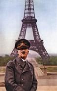 Militaria WW2  -   Adolf Hitler Devant La Tour Eiffel En 1940 - 1939-45